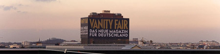 Vanity Fair Werbung an der Berliner Charité; Bild: Flickr / User 96dpi